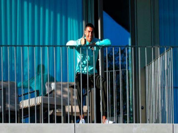 Bóng đá QT trưa 14/10: Ronaldo làm gì sau khi nhiễm COVID-19