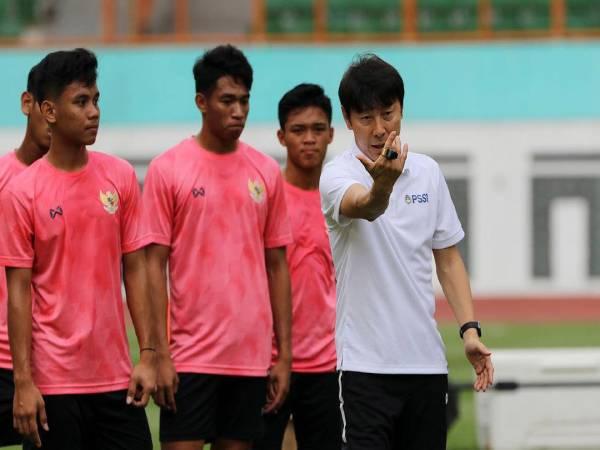 Tin bóng đá QT 20/5: Indonesia rèn binh dưới nắng nóng 38 độ C